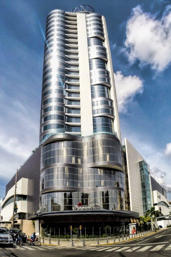 Silver Sun Gallery y el Hotel Embassy Suites